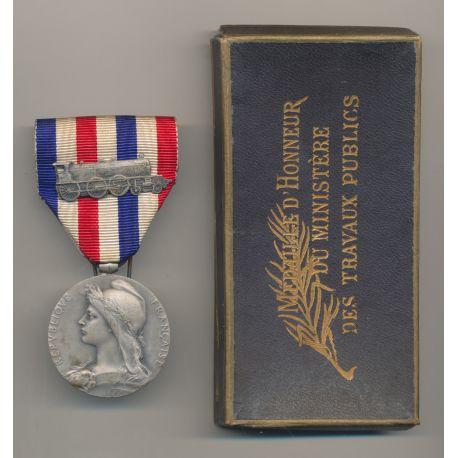Médaille - Chemin de fer - agrafe locomotive - avec boite d'origine - ordonnance